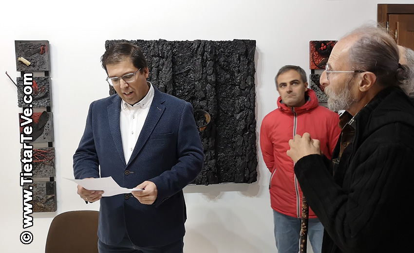 """Alcalde de Cuevas del Valle - Inauguración del Centro Cultural y de Turismo """"Alcalde Licinio Prieto"""" con obras de Cristo Peregrín - TiétarTeVe"""