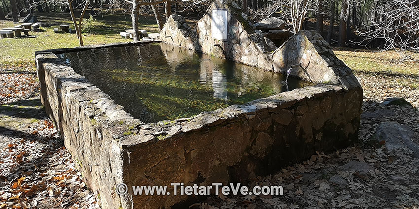 Fuente con pilón en zona recreativa - Ruta río Arbillas - TiétarTeVe
