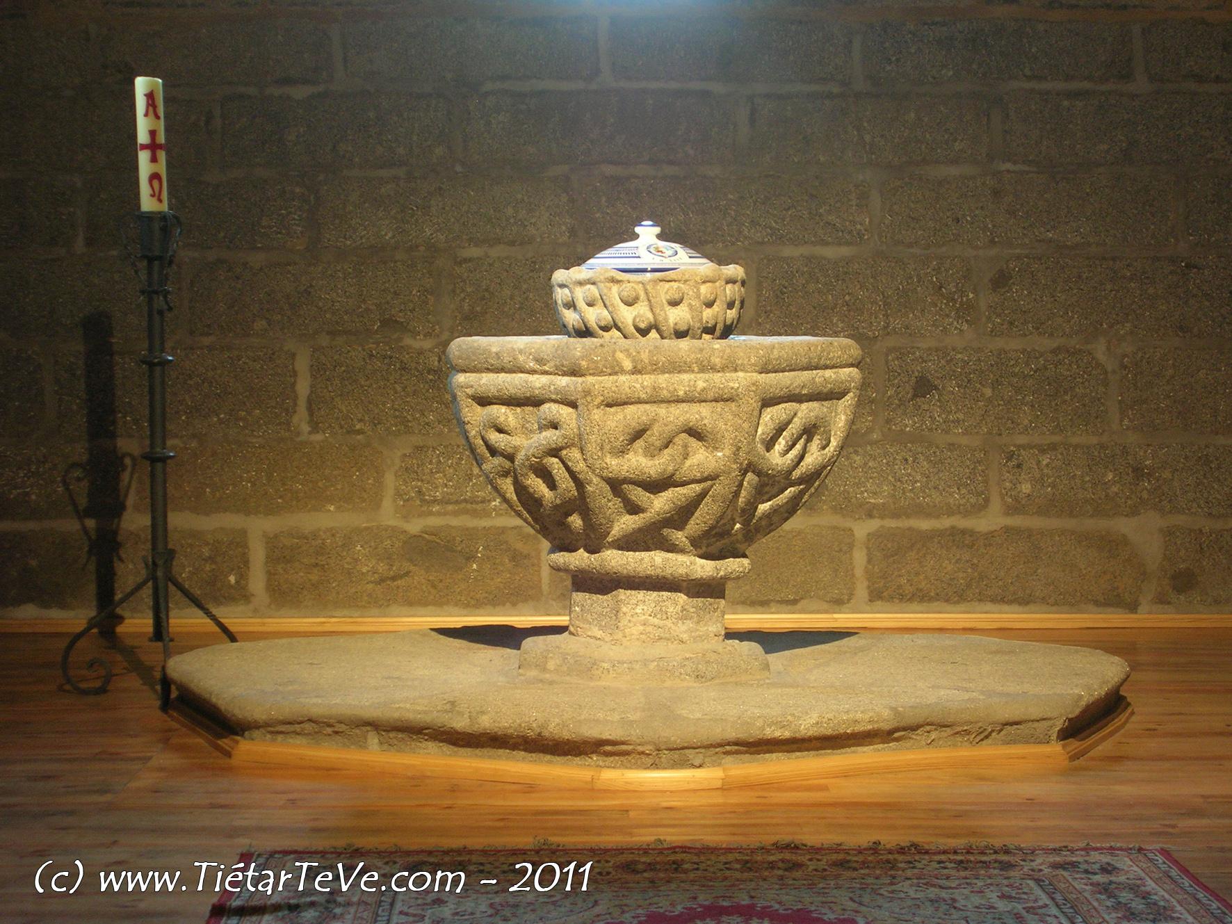 Pila Bautismal -  Iglesia de Nuestra Señora de la Asunción- Arenas de San Pedro - TiétarTeVe
