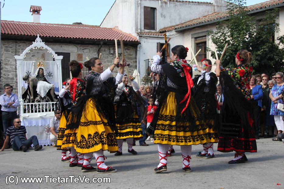Danza de Paloteo en Hoyocasero - TiétarTeVe