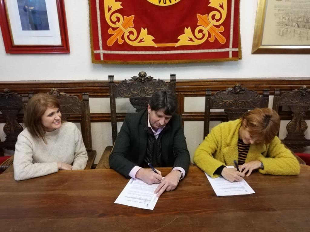 Firma contrato Ayuntamiento de Arenas de San Pedro y Centro Especial de Empleo - Arenas de San Pedro - TiétarTeVe