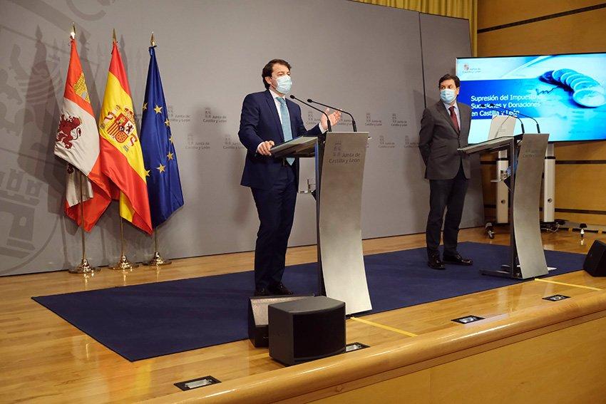Presidente de la Junta de Castilla y León, Alfonso Fernández Mañueco, y consejero de Economía y Hacienda, Carlos Fernández Carriedo