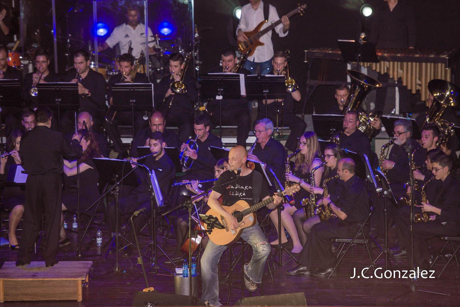 Concierto de Celtas Cortos con la Banda Municipal de El Tiemblo