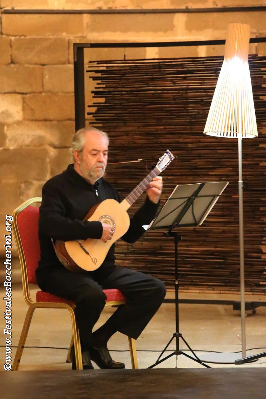 Miguel Ángel Jiménez Arnáiz (guitarra)