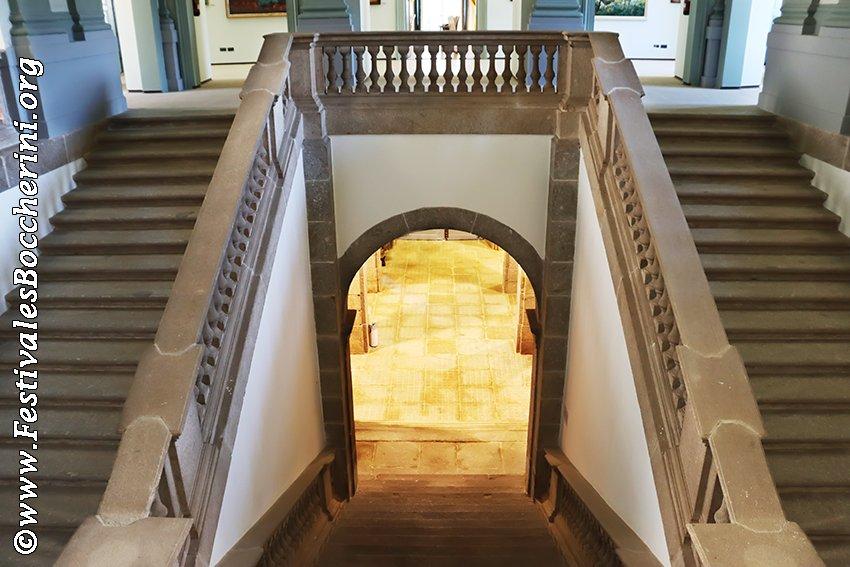 Escalinata de entrada al Palacio de La Mosquera de Arenas de San Pedro