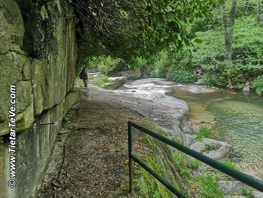 Zona de paso con cables de acero y barandillas - Ruta Entre Ríos - El Arenal