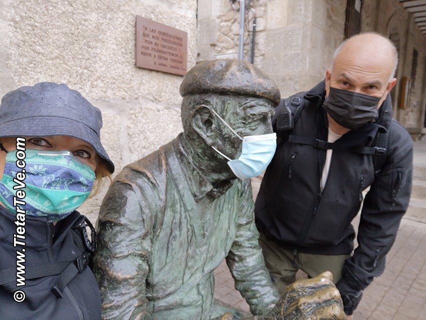 Escultura homenaje a las generaciones que nos precedieron en El Arenal