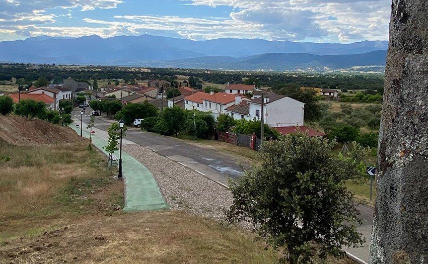 Paseo peatonal de la Cruz del Cerro de Hontanares.