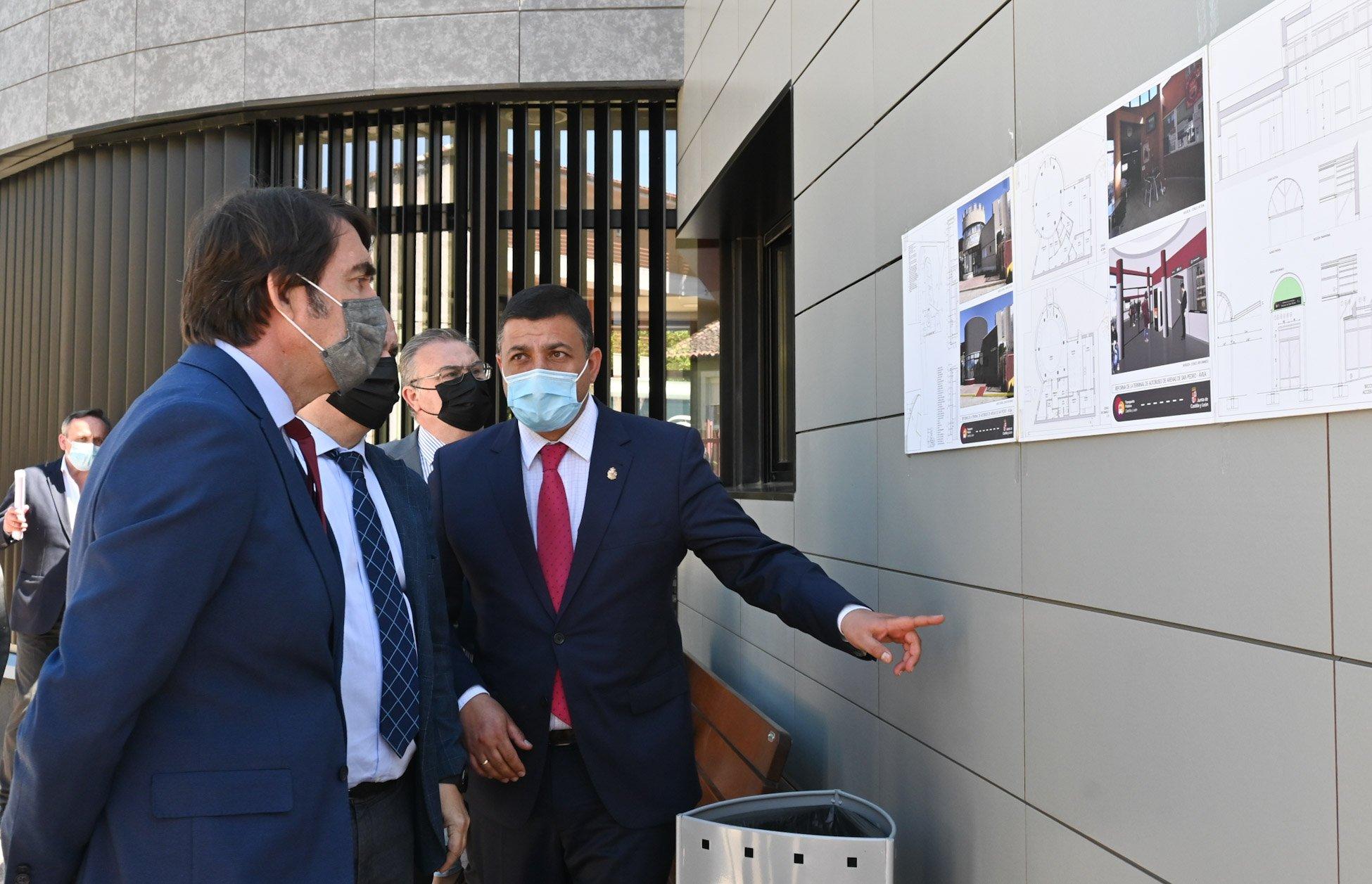 Consejero de Fomento y Medio Ambiente de la JCyL, Juan Carlos Suárez-Quiñones y  Presidente de Diputación de Ávila, Carlos García.
