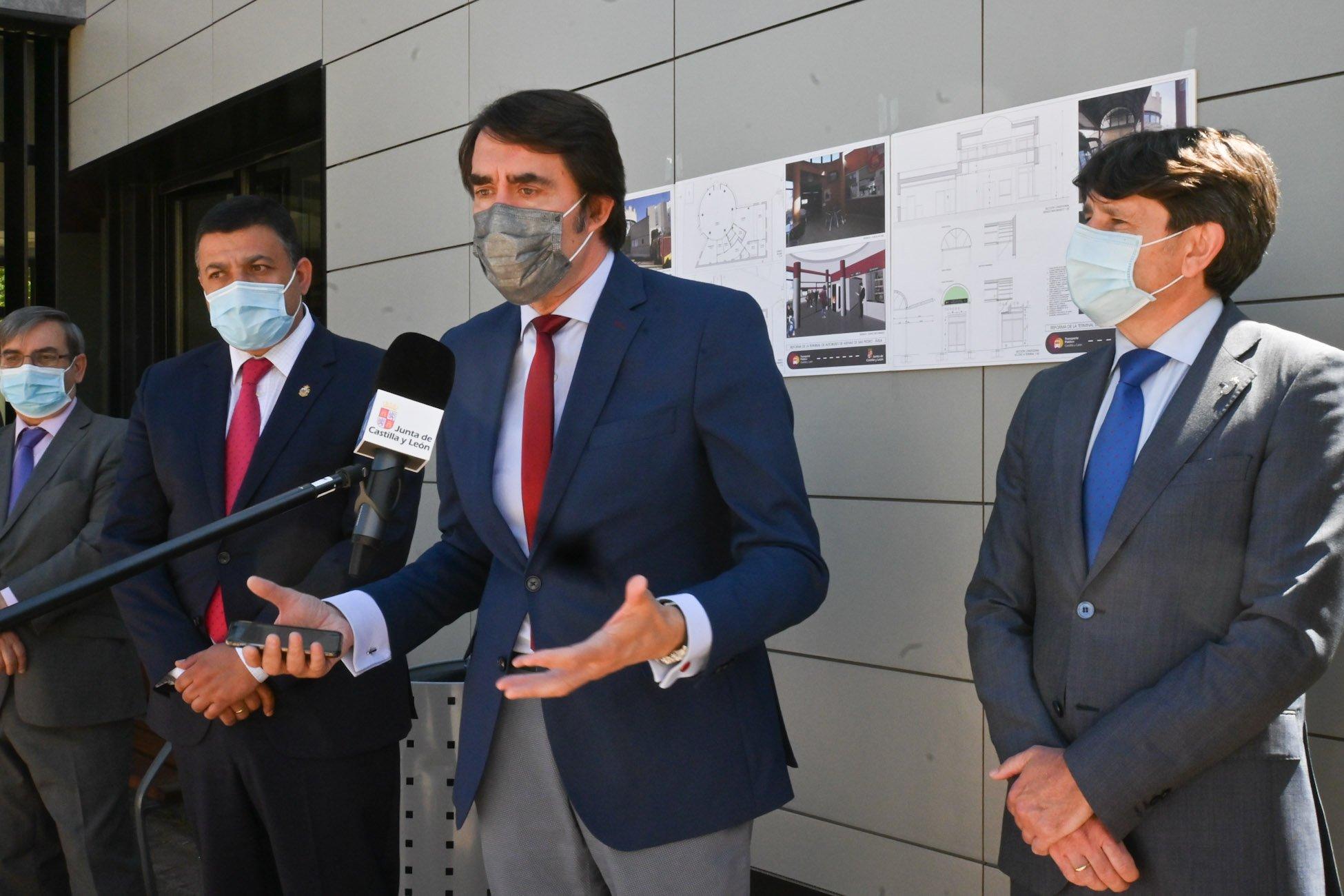 Consejero de Fomento y Medio Ambiente de la JCyL, Juan Carlos Suárez-Quiñones. Presidente de Diputación de Ávila, Carlos García. Alcalde de Arenas de San Pedro, Juan Carlos Sánchez Mesón.