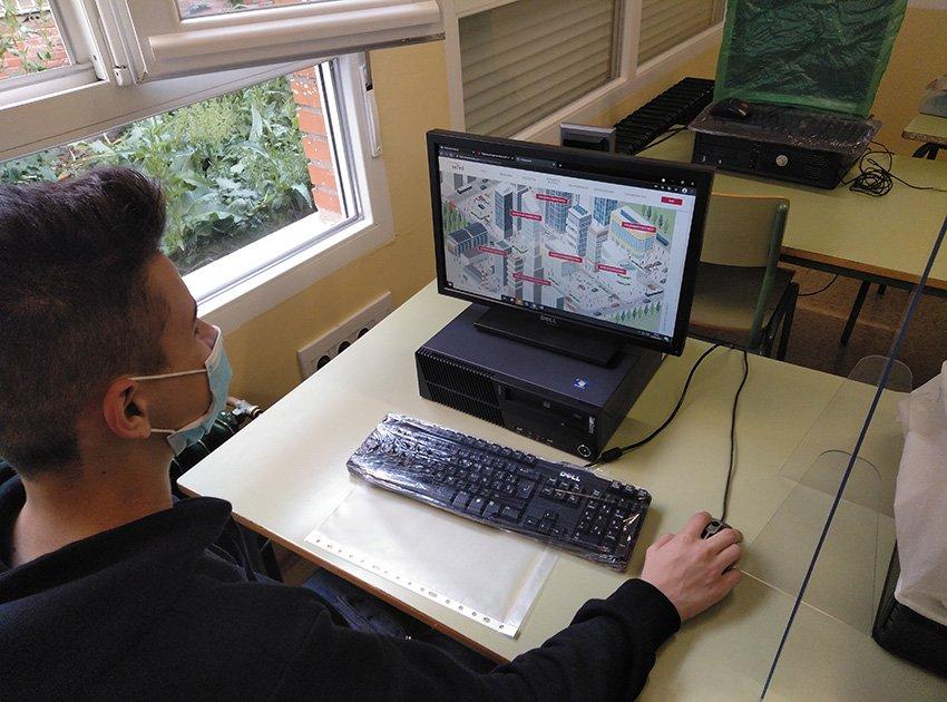 Alumno en la ciudad virtual - Programa ReactivaFP - IES Arenas de San Pedro