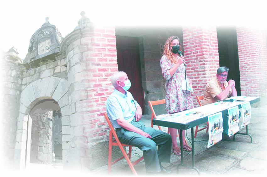 Foto de la presentación de TRASIERRA 14 en Mombeltrán (28 agosto de 2021) composición de la mesa (de izquierda a derecha): Ernesto Pérez Tabernero, investigador y miembro de SEVAT. Olatz Díaz Navarro, concejala del ayuntamiento de Mombeltrán. Juan Antonio Chavarría Vargas, presidente de SEVAT.